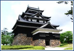 松江城(お車で約15分)
